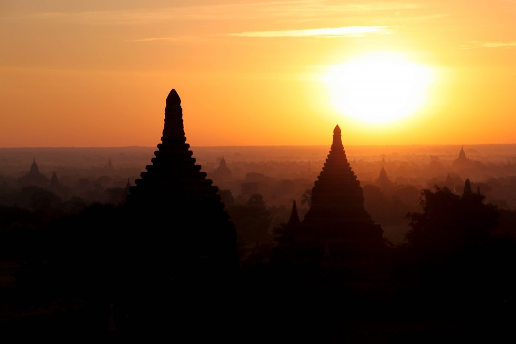 Sunrise from Bulethi Pagoda in Bagan